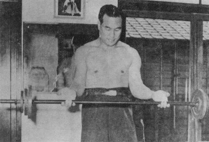 Masutatsu_Oyama_being_trained